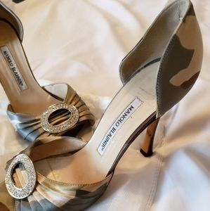 Manolo Blahnik military color pumps